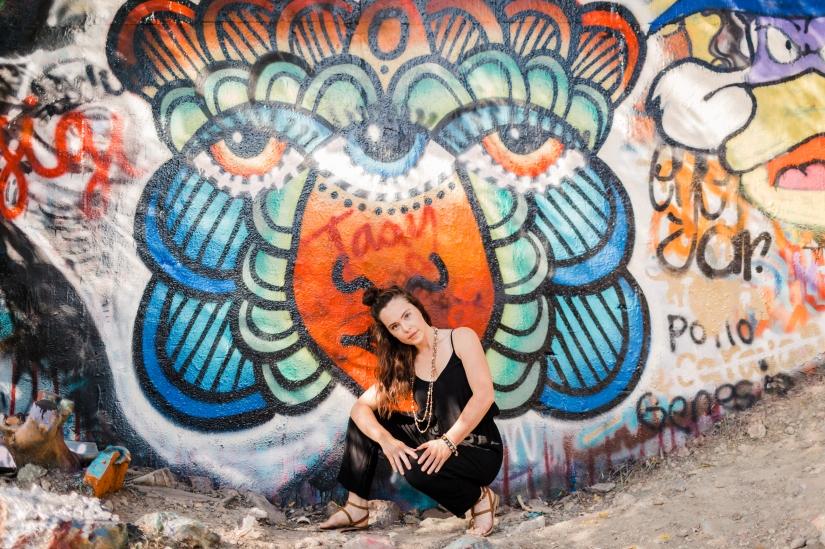 girl-graffiti-wall